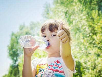 Cea mai buna metoda de a hidrata un copil